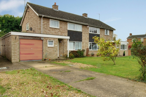 3 Bedrooms Semi Detached House for sale in Rosemary Drive, Bedford, Bedfordshire, MK43 8PL