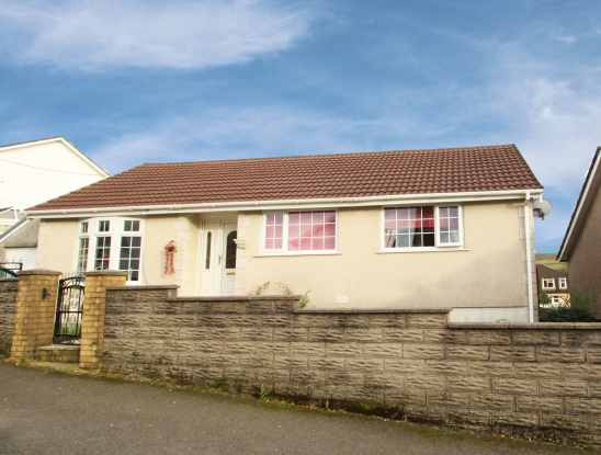 3 Bedrooms Bungalow for sale in Cemetery Road, Maesteg, Mid Glamorgan, CF34 0LW