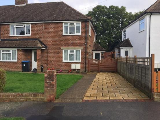 2 Bedrooms Maisonette Flat for sale in Gresham Avenue, Warlingham, Surrey, CR6 9DG