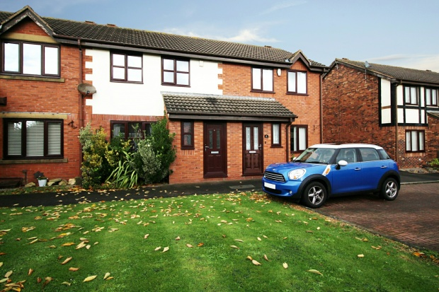 3 Bedrooms Terraced House for sale in Oakwood Close, Blackpool, Lancashire, FY4 5FD