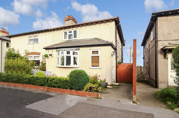 3 Bedrooms Semi Detached House for sale in Cross Street, Buxton, Derbyshire, SK17 7EG