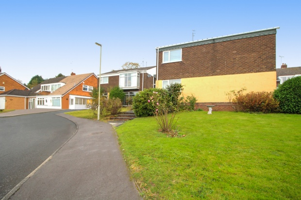 2 Bedrooms Apartment Flat for sale in Churchill Road, Halesowen, West Midlands, B63 4NA