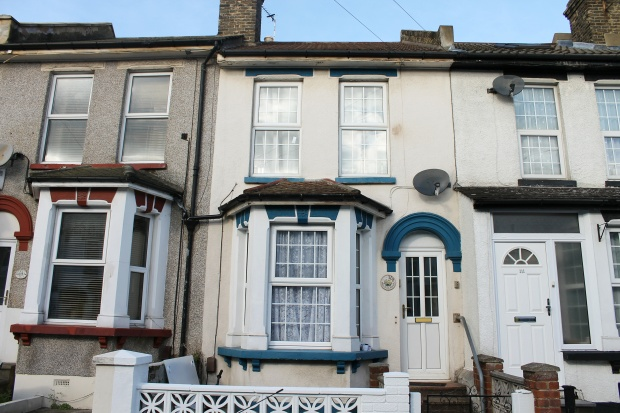 3 Bedrooms Terraced House for sale in Gordon Road, Rochester, Kent, ME2 3HH
