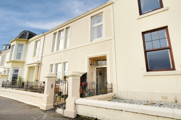 3 Bedrooms Flat for sale in Arran Place, Ardrossan, Ayrshire, KA22 8DR