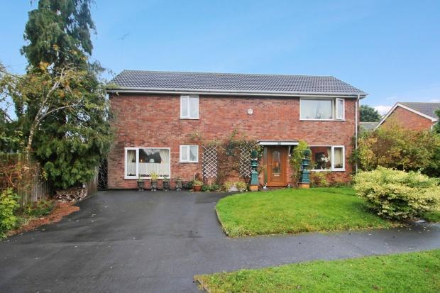 3 Bedrooms Detached House for sale in Oakwood Grove, Warwick, Warwickshire, CV34 5TD