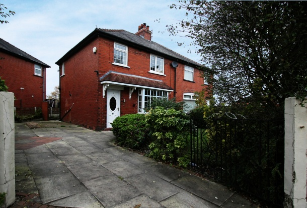 3 Bedrooms Semi Detached House for sale in Waverley Avenue, Bolton, Greater Manchester, BL4 8HU