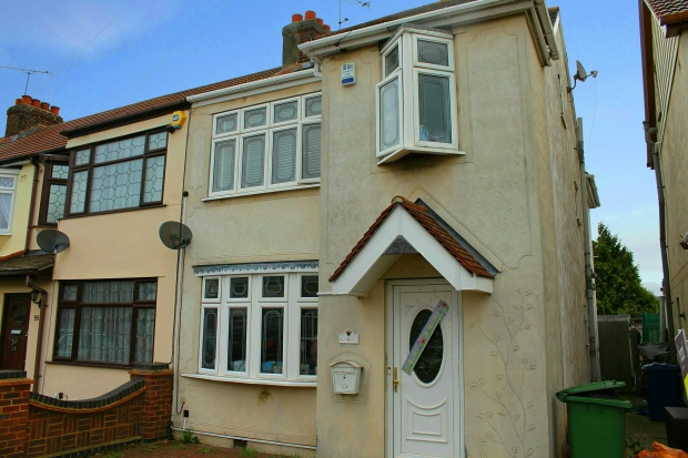 4 Bedrooms Terraced House for sale in Grove Park, Rainham, Essex, RM13 7DA