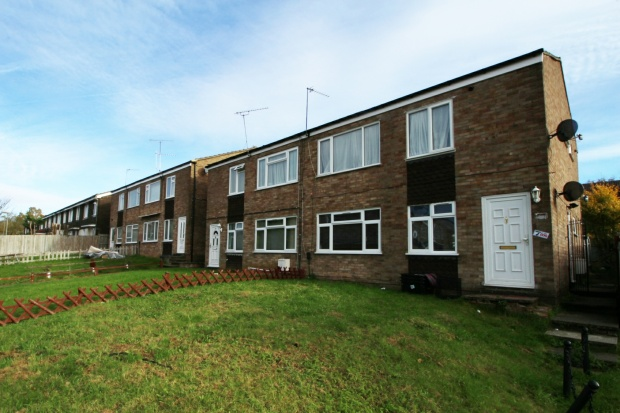 2 Bedrooms Maisonette Flat for sale in Luther Close, Edgware, Middlesex, HA8 8YY