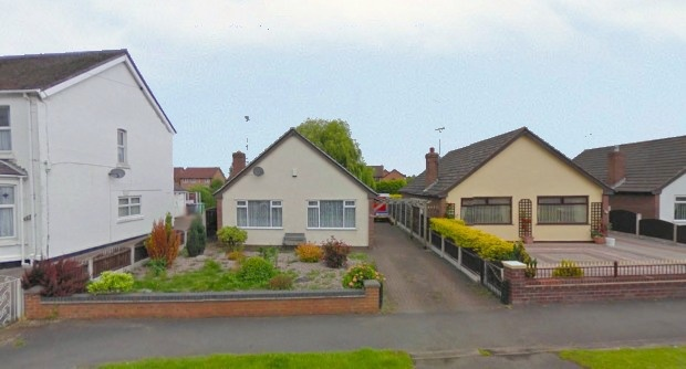 2 Bedrooms Detached Bungalow for sale in Bradfield Road, Crewe, Cheshire, CW1 3RQ