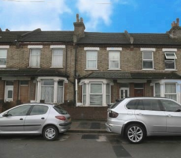 2 Bedrooms Flat for sale in Rosebery Avenue, Croydon, Greater London, CR7 8PT