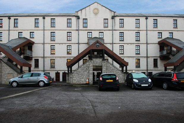 3 Bedrooms Maisonette Flat for sale in Bonnethill Place, Dundee, Angus, DD1 2AD