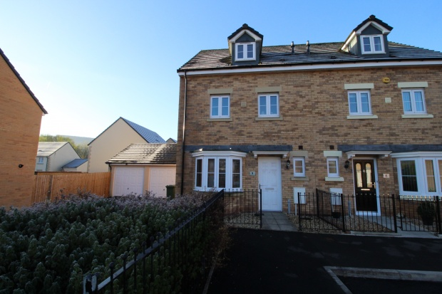 3 Bedrooms Semi Detached House for sale in Cae Alaw Goch, Aberdare, Mid Glamorgan, CF44 0DR
