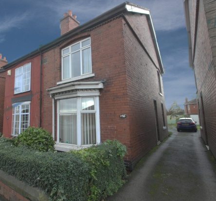 3 Bedrooms Semi Detached House for sale in Barnsley Road, Pontefract, West Yorkshire, WF9 3AR