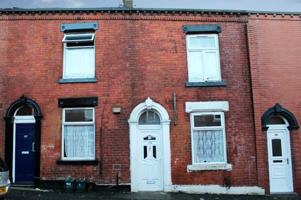 2 Bedrooms Terraced House for sale in Ward Street, Oldham, Lancashire, OL1 2EQ