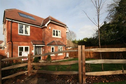 4 Bedrooms Detached House for sale in Lyngarth Close, Leatherhead, Surrey, KT23 4BF