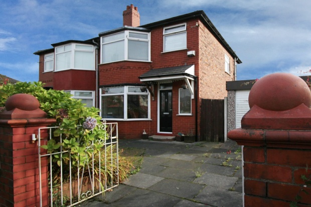 3 Bedrooms Semi Detached House for sale in Highfield Drive, Swinton, Greater Manchester, M27 4JR