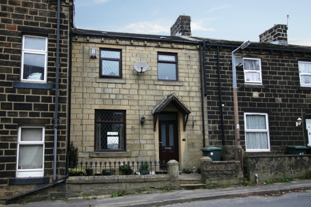 2 Bedrooms Terraced House for sale in Bingley Road, Keighley, West Yorkshire, BD22 9BU