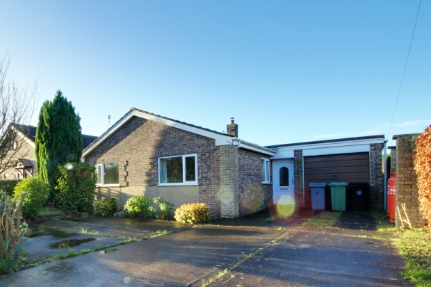 3 Bedrooms Detached Bungalow for sale in Oasby, Grantham, Lancashire, NG32 3NA