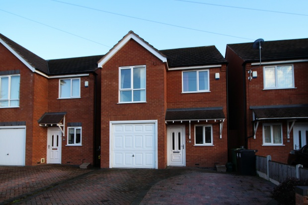 3 Bedrooms Detached House for sale in Langdale Drive, Bilston, West Midlands, WV14 6LX
