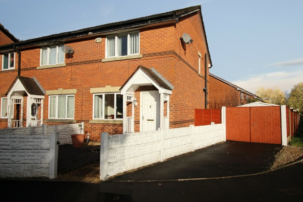 2 Bedrooms Semi Detached House for sale in Brentwood Drive, Bolton, Lancashire, BL4 7TW