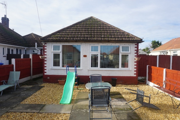 3 Bedrooms Detached Bungalow for sale in Deric Close, Denbighshire, Clwyd, LL19 7BE
