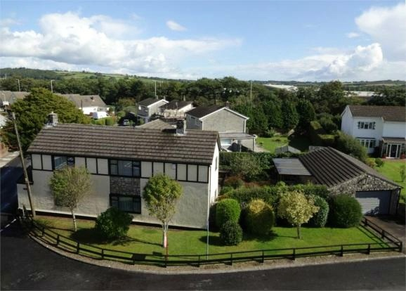 4 Bedrooms Detached House for sale in Treoes Road, Brigend, Glamorgan, CF35 5EW
