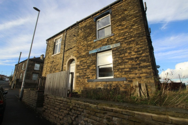 1 Bedroom Property for sale in Cemetery Rd, Pudsey, West Yorkshire, LS28 7JU