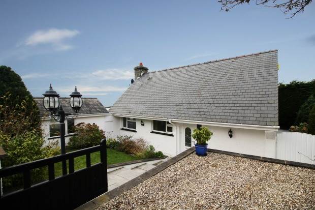 4 Bedrooms Detached Bungalow for sale in Bronfair Estate, Harlech, Gwynedd, LL46 2RP