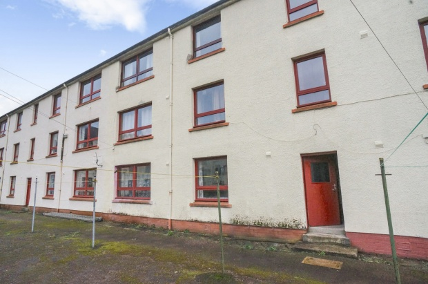 2 Bedrooms Flat for sale in Carn Dearg Road, Fort William, Inverness-Shire, PH33 6QD