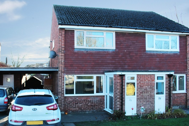 2 Bedrooms Semi Detached House for sale in Dentdale Drive, Knaresborough, North Yorkshire, HG5 0BE