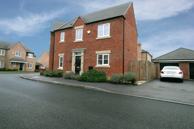 3 Bedrooms Semi Detached House for sale in Turnpike Gardens, Bedford, Bedfordshire, MK42 0AG