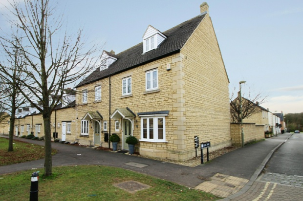 4 Bedrooms Town House for sale in Bluebell Way, Carterton, Oxfordshire, OX18 1JG