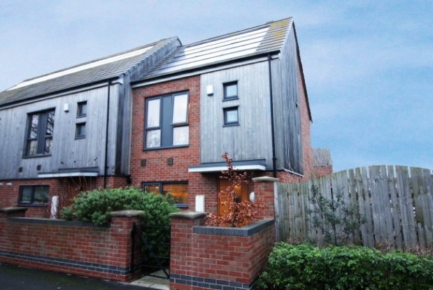 2 Bedrooms Property for sale in King George's Square, Middlesbrough, Cleveland, TS6 6HY