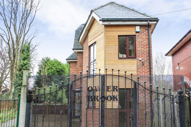 4 Bedrooms Detached House for sale in Cunningham Drive, Bury, Greater Manchester, BL9 8PD