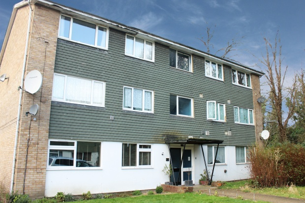 2 Bedrooms Flat for sale in Roman Close, Feltham, Middlesex, TW14 0HF