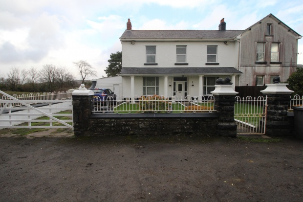 4 Bedrooms Semi Detached House for sale in Ynysllwyd Farm House, Ynys Lwyd Road, Rhondda Cynon Taf, Mid Glamorgan, CF44 6TT