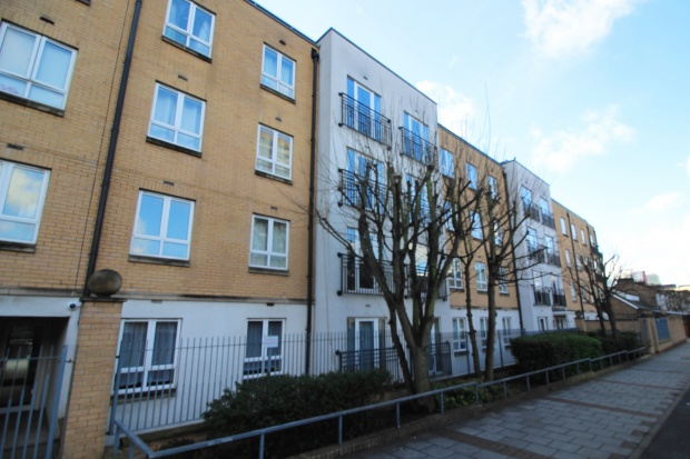 2 Bedrooms Flat for sale in Granite Apartments, London, Greater London, E15 1PY