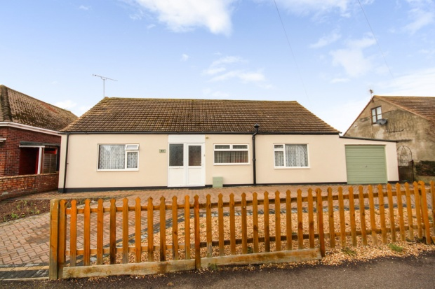 3 Bedrooms Bungalow for sale in Park Square East, Clacton-On-Sea, Essex, CO15 2NN