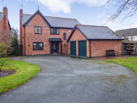 5 Bedrooms Detached House for sale in Bedwyr Court, Wrexham, Clwyd, LL13 7GZ
