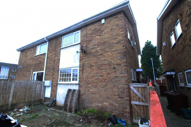 3 Bedrooms Semi Detached House for sale in Swale Drive, Castleford, West Yorkshire, WF10 3DS