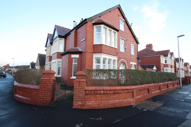 6 Bedrooms Semi Detached House for sale in Hodgson Road, Blackpool, Lancashire, FY1 2LZ