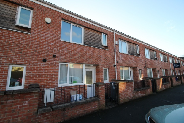 3 Bedrooms Terraced House for sale in Shakespeare Walk, Manchester, Greater Manchester, M13 9JE