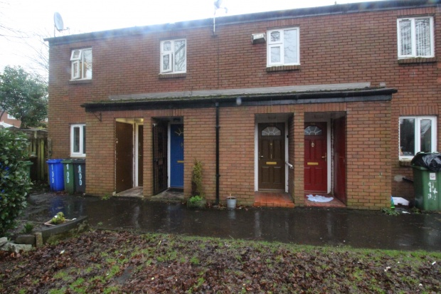 2 Bedrooms Maisonette Flat for sale in Hurst Grove, Ashton-Under-Lyne, Lancashire, OL6 9EN