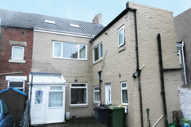 2 Bedrooms Flat for sale in Whitley Terrace, Bedlington, Northumberland, NE22 7JG