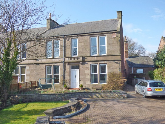 Main Photo of a 6 bedroom  House for sale