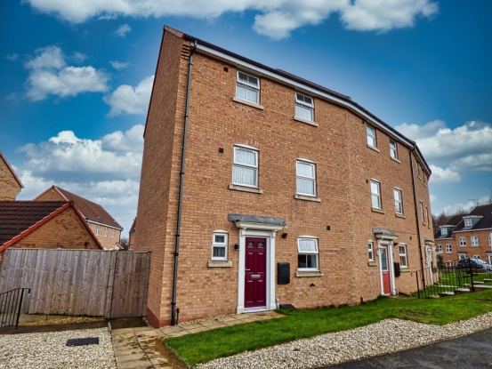 Main Photo of a 5 bedroom  Town House for sale