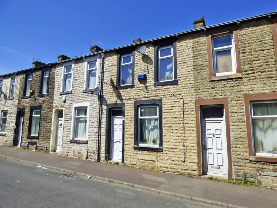 Main Photo of a 2 bedroom  House for sale