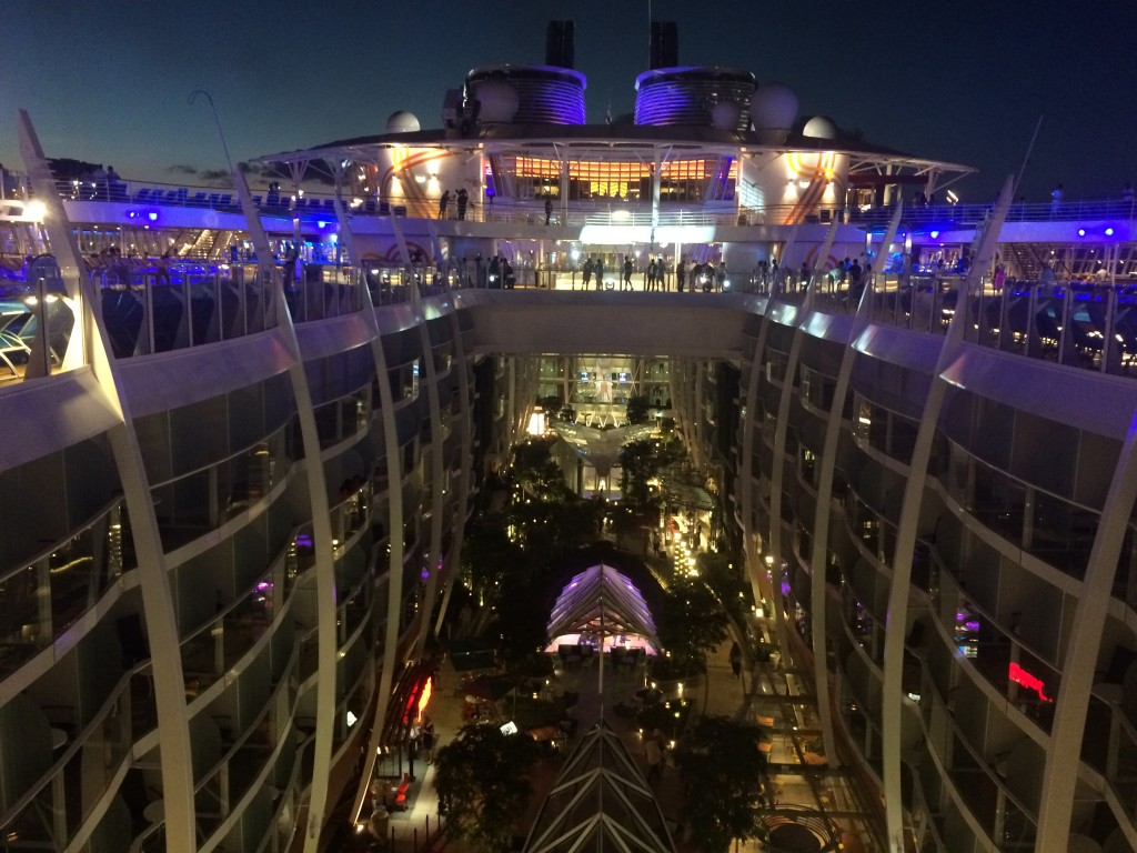Le Plus Grand Bateau Du Monde L Harmony Of The Seas Dreamlines