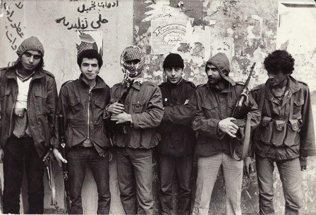 Sorj Chalandon (au centre avec un bonnet noir), Tripoli, novembre 1983