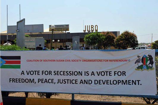 Affiche de propagande devant l'aéroport de Juba, capitale de la région autonome du Sud Soudan